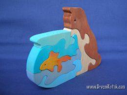 Mačka, akvarij i ribica